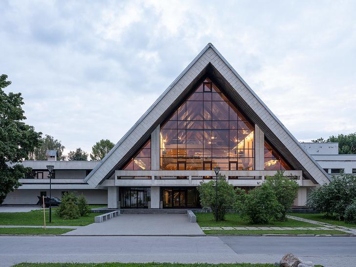 Новый облик советского гостиничного комплекса из фильма «Чародеи» (фото 17)