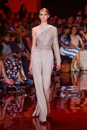 Показ Elie Saab коллекции сезона Осень-зима 2013-2014 года Haute couture - www.elle.ru - Подиум - фото 556195