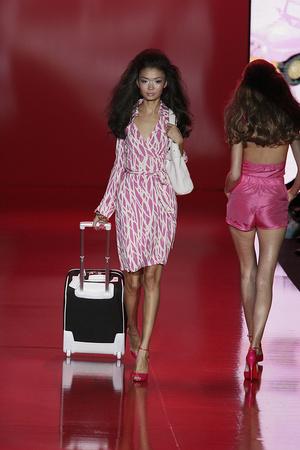 Показы мод Barbie Runway Show Осень-зима 2009-2010 | Подиум на ELLE - Подиум - фото 3246
