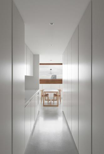 Минималистские апартаменты по дизайну Джона Поусона (фото 12.2)