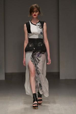 Показ Fashion Fringe коллекции сезона Весна-лето 2013 года prêt-à-porter - www.elle.ru - Подиум - фото 434751