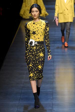 Показы мод Dolce & Gabbana Осень-зима 2011-2012 | Подиум на ELLE - Подиум - фото 2209