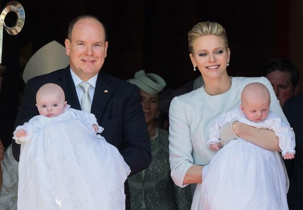 Фото дня: князь и княгиня Монако на крещении близнецов (фото 1)