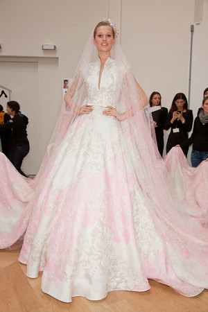 Показ Elie Saab коллекции сезона Весна-лето 2012 года haute couture - www.elle.ru - Подиум - фото 332926