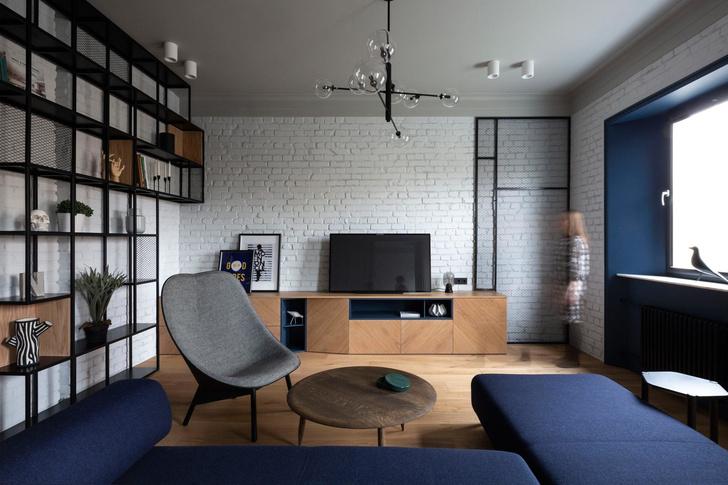 Белая квартира с синими акцентами 78 м² (фото 0)