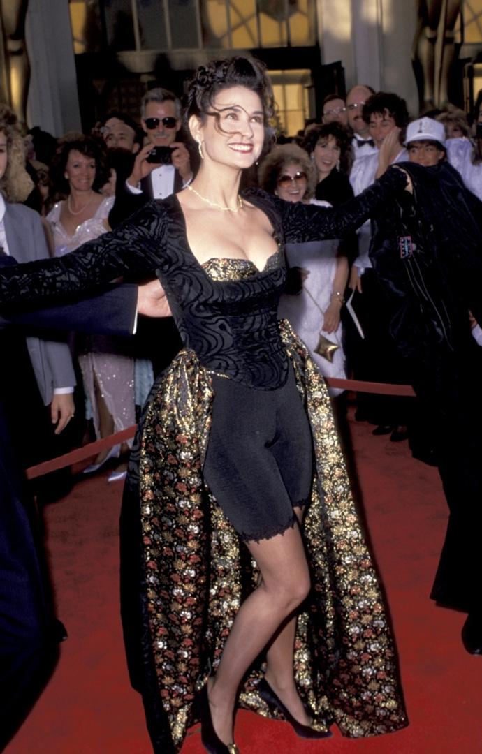 dca483b154f 20 худших платьев за всю историю «Оскара»