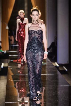 Показ Versace Haute Couture коллекции сезона Осень-зима 2013-2014 года Haute couture - www.elle.ru - Подиум - фото 556633