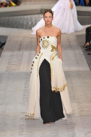 Показ Givenchy коллекции сезона Осень-зима 2009-2010 года haute couture - www.elle.ru - Подиум - фото 87755