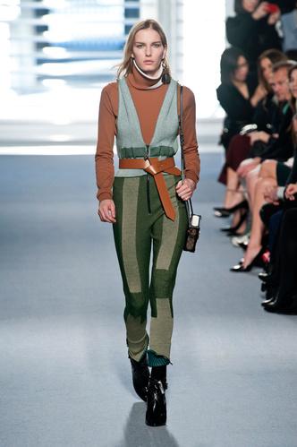 показ louis vuitton на неделе моды в париже