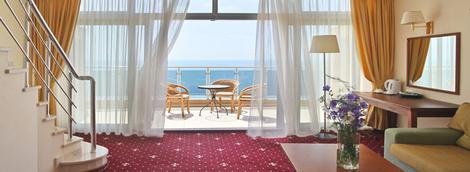 На своем берегу: лучшие отели на Черном море | галерея [7] фото [1]