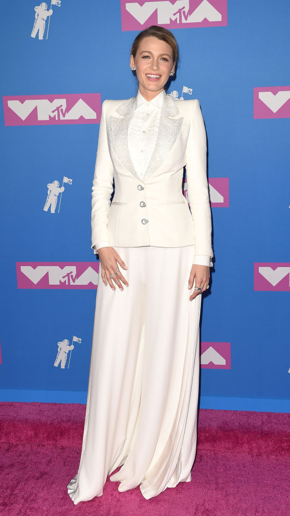 Total-white: знаменитости в белых нарядах на VMA (фото 2)