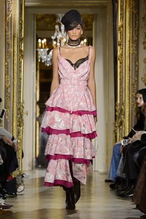 Показ Ulyana Sergeenko коллекции сезона Весна-лето  2016 года Haute couture - www.elle.ru - Подиум - фото 603030