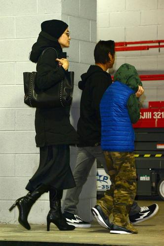 Зима в Нью-Йорке: новый выход Анджелины Джоли с детьми (фото 3)