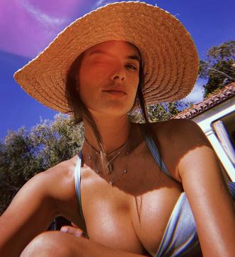 Очень горячо: Алессандра Амбросио в купальнике напоминает о том, что скоро лето (фото 2.2)