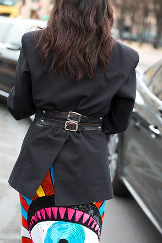 Широкий ремень: носим с пуховиком, пальто и платьем-рубашкой фото [3]