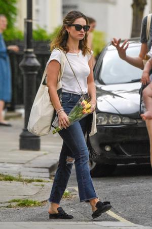 Один день Лили Джеймс: прогулка по Лондону и  цветочный шопинг (фото 1.1)