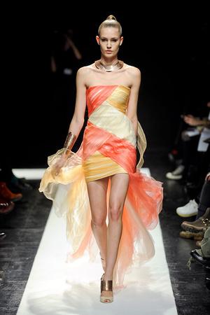 Показ Maxime Simoens коллекции сезона Весна-лето 2012 года Haute couture - www.elle.ru - Подиум - фото 333624