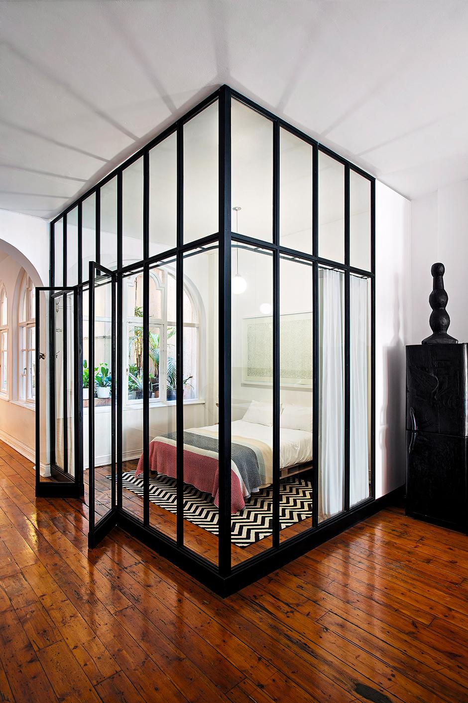 стеклянные перегородки в интерьере в фото