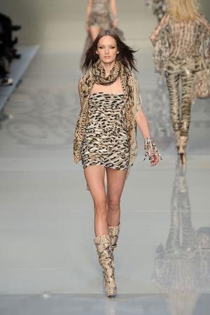 Показы мод Blumarine Осень-зима 2010-2011 | Подиум на ELLE - Подиум - фото 2771