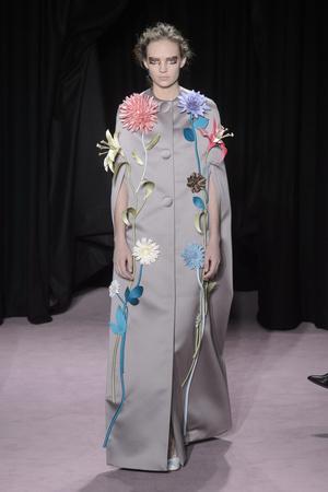 Показ Viktor & Rolf коллекции сезона Весна-лето 2018 года Haute couture - www.elle.ru - Подиум - фото 677301