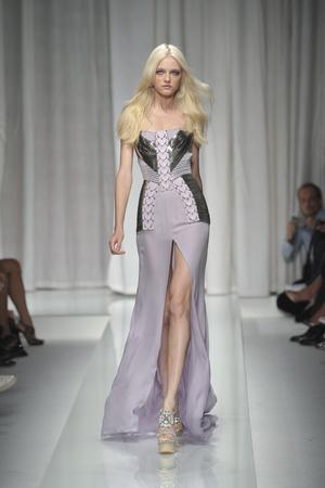 Показы мод Versace Весна-лето 2010 | Подиум на ELLE - Подиум - фото 2965