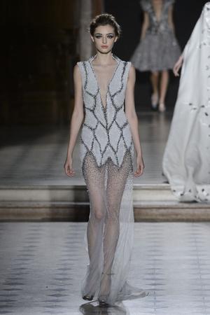 Показ Tony Ward коллекции сезона Осень-зима 2015-2016 года Haute couture - www.elle.ru - Подиум - фото 597536