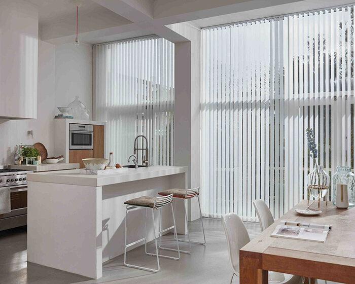 Как правильно выбрать и повесить шторы (фото 26)
