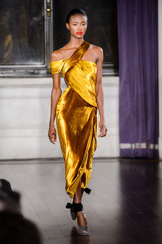 Модные вечерние платья на Новый год