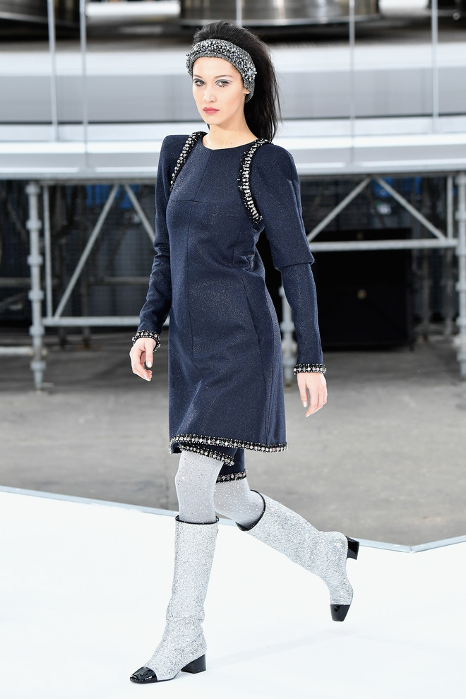 10 знаковых платьев Chanel, созданных Карлом Лагерфельдом (фото 18)