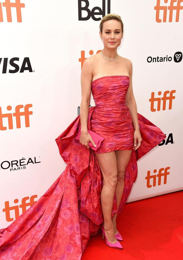 Мини или макси? Какое розовое платье выбирает главная голливудская блондинка (фото 1)