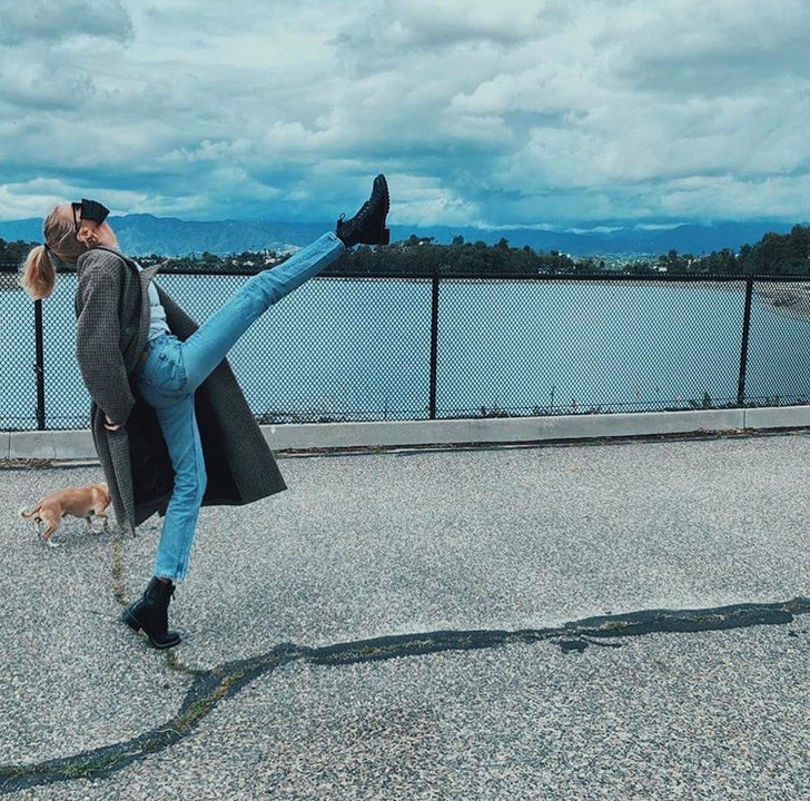 На прогулку только в маске: показательный пример Стеллы Максвелл (фото 4)