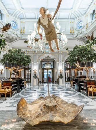 Выставка Сунь Юаня и Пэн Юя в отеле St. Regis в Риме (фото 6.1)