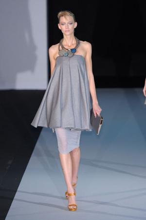 Показы мод Emporio Armani Весна-лето 2011 | Подиум на ELLE - Подиум - фото 2542