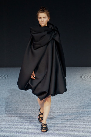 Показ Viktor & Rolf коллекции сезона Осень-зима 2013-2014 года Haute couture - www.elle.ru - Подиум - фото 556554