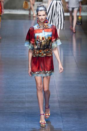 Показ Dolce & Gabbana коллекции сезона Весна-лето 2013 года Prêt-à-porter - www.elle.ru - Подиум - фото 443603