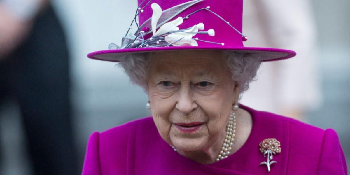Елизавета II уволила поставщика нижнего белья, с которым работала 57 лет    Новости на www.elle.ru 30db4fa7dc5