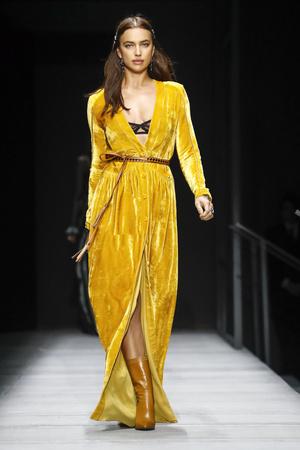 Показы мод Bottega Veneta осень-зима  2018-2019 | Подиум на ELLE - Подиум - фото 6201