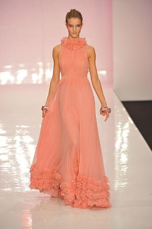 Показы мод Jenny Packham Весна-лето 2009 | Подиум на ELLE - Подиум - фото 3398