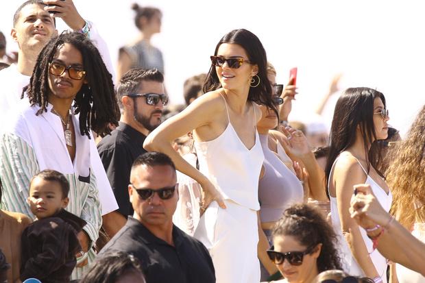 Канье Уэст представил новую песню на пасхальной службе на Coachella (фото 5)