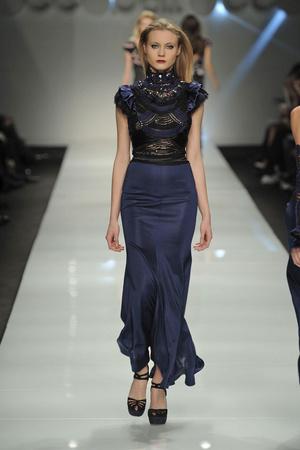 Показы мод Roccobarocco Осень-зима 2010-2011 | Подиум на ELLE - Подиум - фото 2768