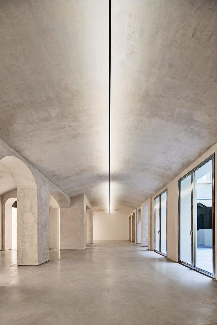 Белое золото: новое дизайн-пространство в Барселоне (фото 8)