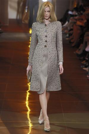 Показ Giorgio Armani Privé коллекции сезона Осень-зима 2010-2011 года haute couture - www.elle.ru - Подиум - фото 167641