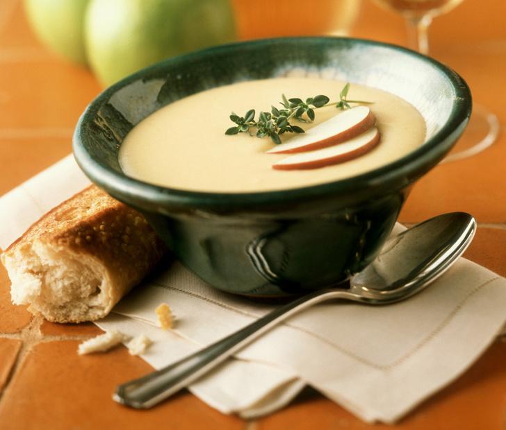 Пивной суп с сыром бри и яблоком