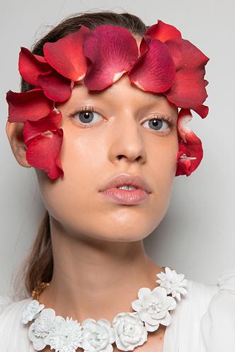 Beauty-тренд сезона: вальс цветов (фото 3.2)