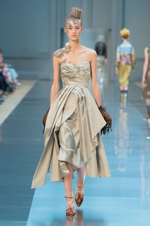 Показ Maison Martin Margiela коллекции сезона Осень-зима 2015-2016 года haute couture - www.elle.ru - Подиум - фото 597269