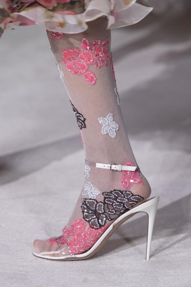 Тренд лета: кружевные колготки как на показе Valentino (фото 3)
