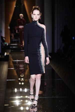 Показ Versace Haute Couture коллекции сезона Осень-зима 2013-2014 года Haute couture - www.elle.ru - Подиум - фото 556628