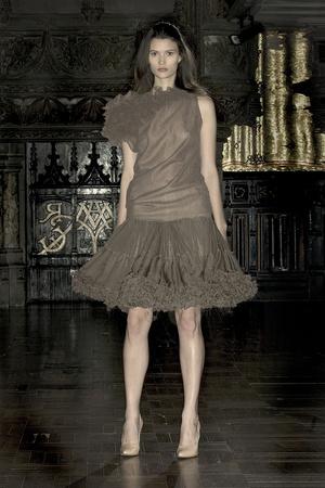 Показ Anne Valerie Hash коллекции сезона Весна-лето 2009 года Haute couture - www.elle.ru - Подиум - фото 86211