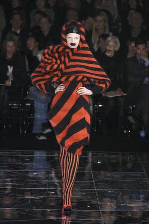 Показы мод Alexander McQueen Осень-зима 2009-2010 | Подиум на ELLE - Подиум - фото 3148