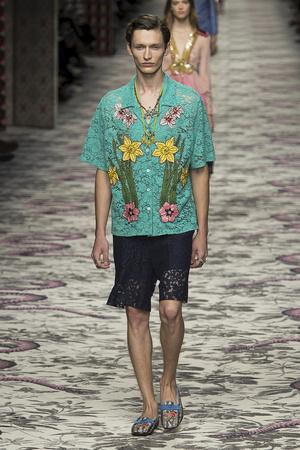 Показ Gucci коллекции сезона Весна-лето  2016 года Prêt-à-porter - www.elle.ru - Подиум - фото 599432